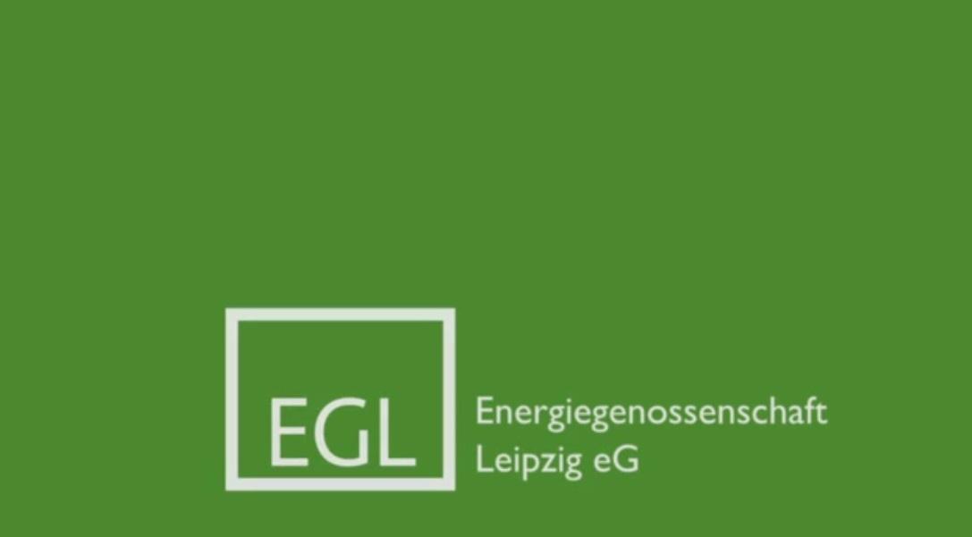 Aufschrift: Energiegenossenschaft Leipzig eG, grüner Hüntergrund
