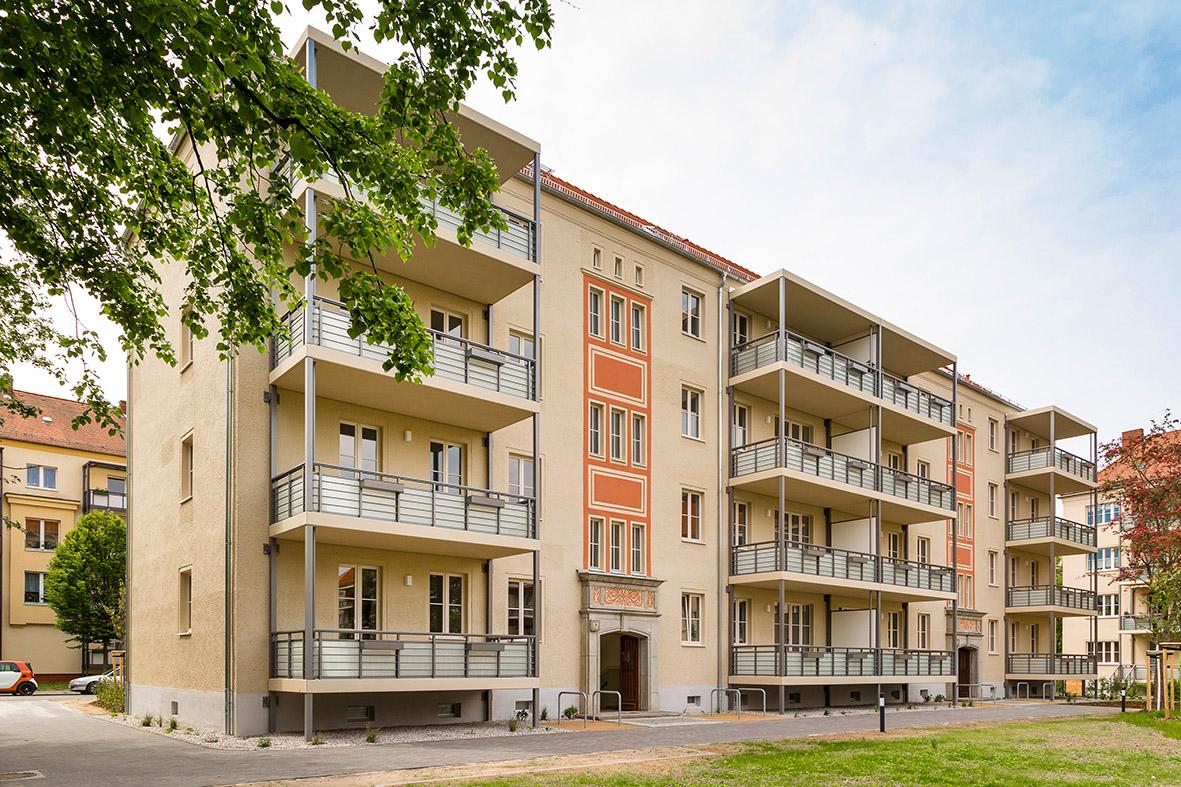Foto von vierstöckigem Gebäude im Dunckerviertel