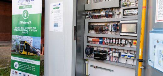 Foto der Batteriepuffer Speicherstationen in Pilsen, mit der Oberleitungsbusse geladen werden können