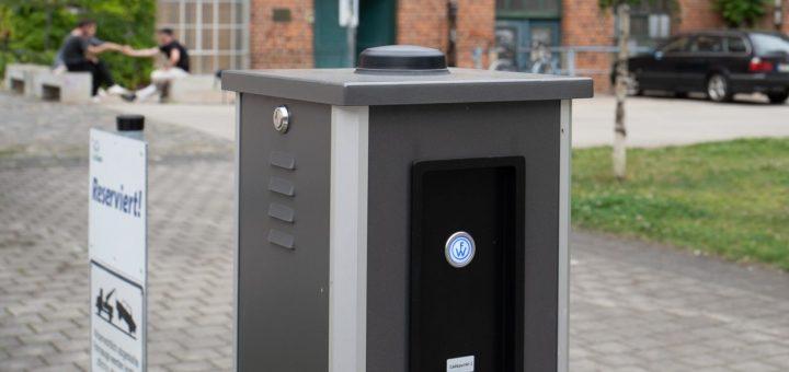 Unidirektionale Ladesäule für E-Autos auf dem Gelände der Baumwollspinnerei Leipzig, die Bidirektionale Ladesäule wird noch installiert